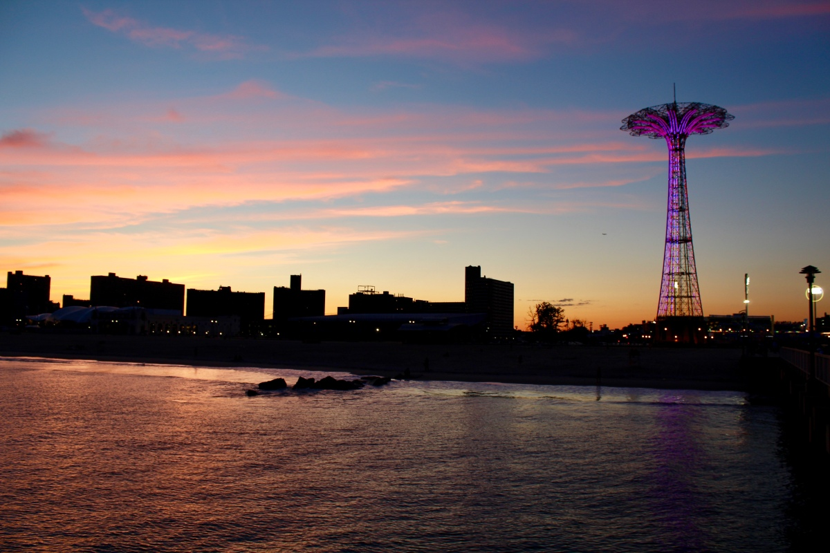 Wordless Wednesday: Coney Island applesandadventuresblog