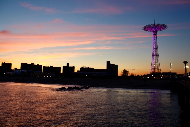 Wordless Wednesday: Coney Island applesandadventuresblog